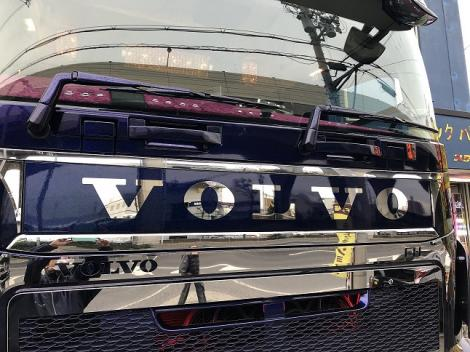 Emblem plate for VOLVO FH4 <エンブレムプレート>